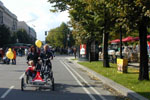 k77/03_car-free-day_family-bike_20010922 (113KB)